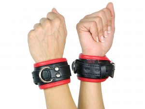 Handfesseln gepolstert und abschließbar schwarz rot