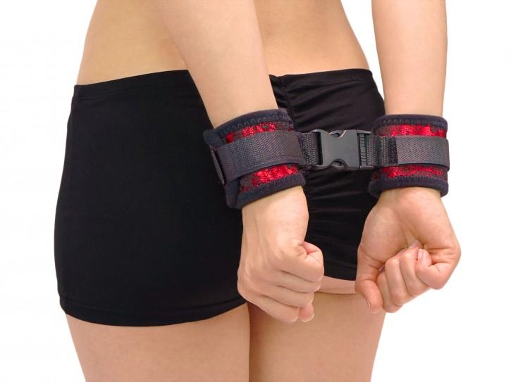 Soft-Bondage Klettfesseln mit Klick-Verschluss schwarz/rot