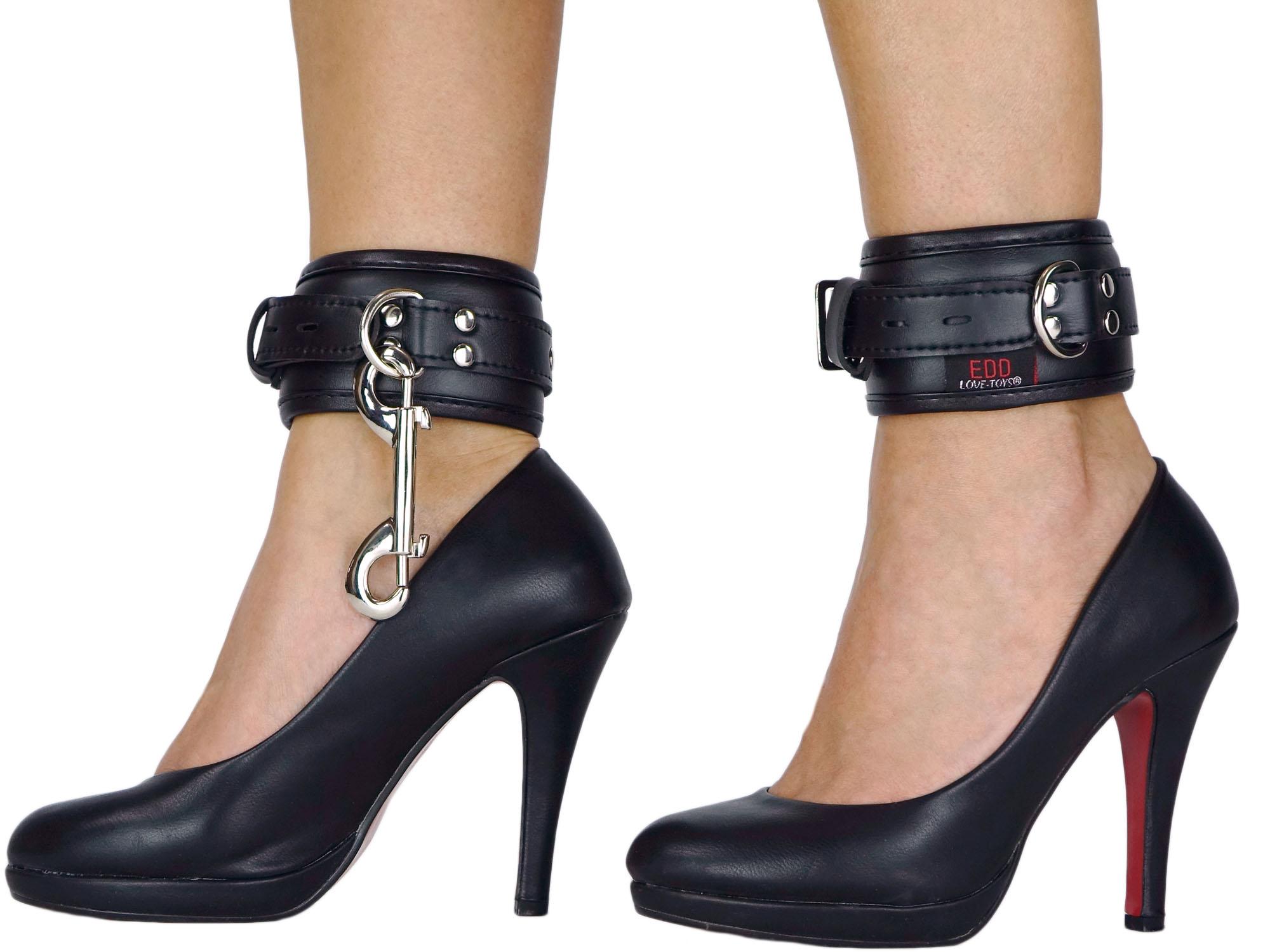 Fußfesseln gepolstert und abschließbar schwarz